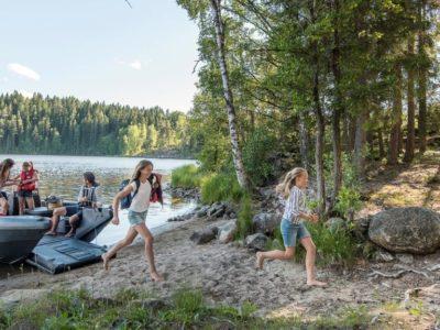Leirintäveneretki kesällä